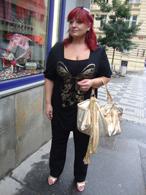 Černé triko s aplikací motýla - zlaté doplňky
