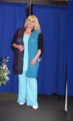 Tyrkysový top a kalhoty a halenka s puntíky